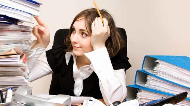 Кто такой делопроизводитель и что это за профессия: чем занимается, что должен уметь, обучение и обязанности